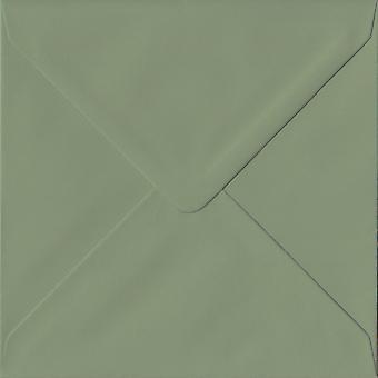 Vintage Green Gummed 130mm firkantet farget grønne konvolutter. 135gsm GF Smith Colorplan papir. 130 mm x 130 mm. Banker stil konvolutt.