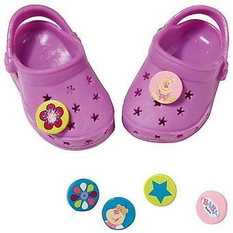 Chaussures de bébé né avec des épingles drôles