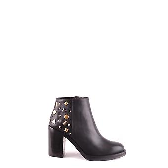 MCQ Alexander McQueen women's MCBI206024O black leather ankle boots