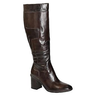 Heeled knee high boots in shiny dark brown leather
