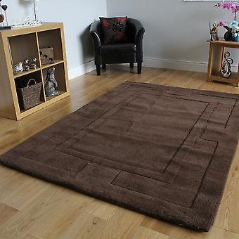 Braune Wolle Teppich Rahmenelemente