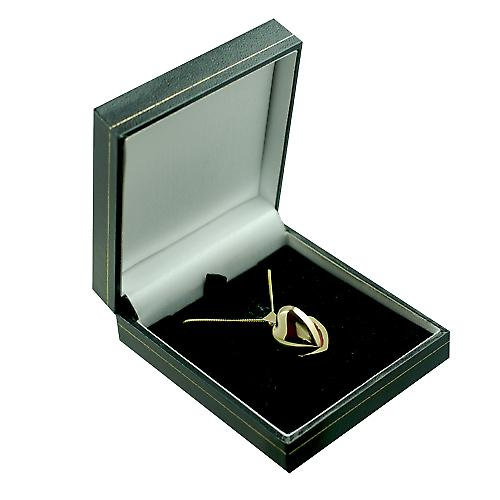 18ct Gold 17x16mm plain heart shaped Locket with a curb Chain 16 inches Only Suitable for Children