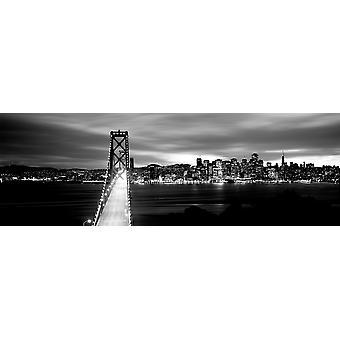 Brücke leuchtet in der Dämmerung Bay Brücke San Francisco Bucht San Francisco Kalifornien USA Poster Print