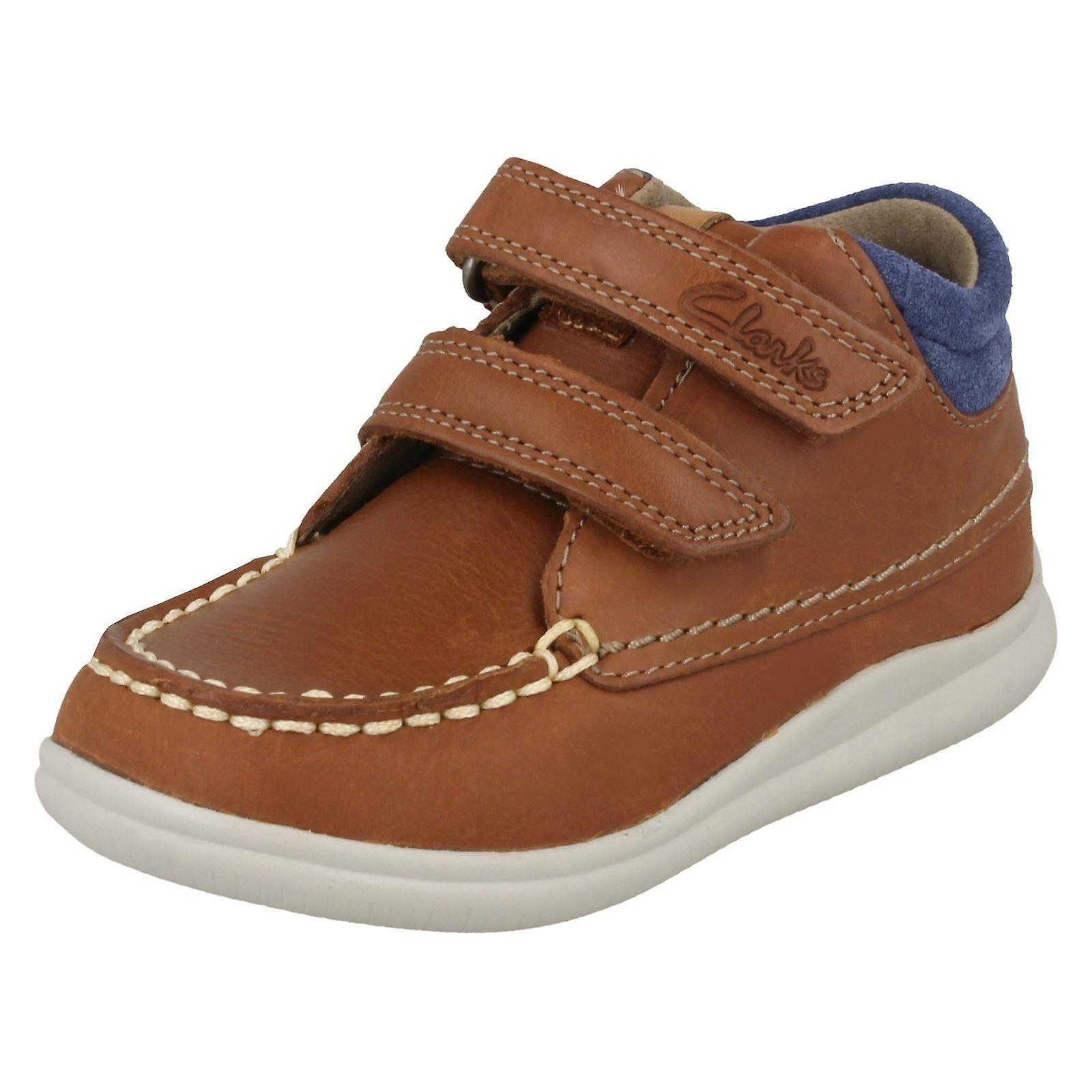 Premières chaussures garçons par les bottines Clarks Cloud Tuktu